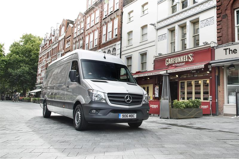 Winter operating guide vital to stretched fleets says mercedes for Mercedes benz winter event commercial