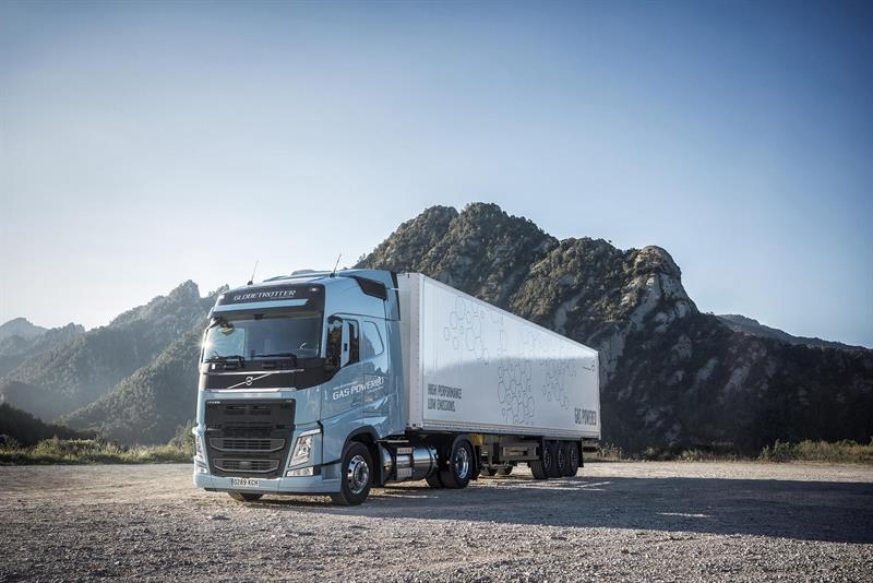 2018 volvo fh. brilliant volvo volvo to sell lng versions of fm and fh trucks from spring 201806 october  2017 inside 2018 volvo fh