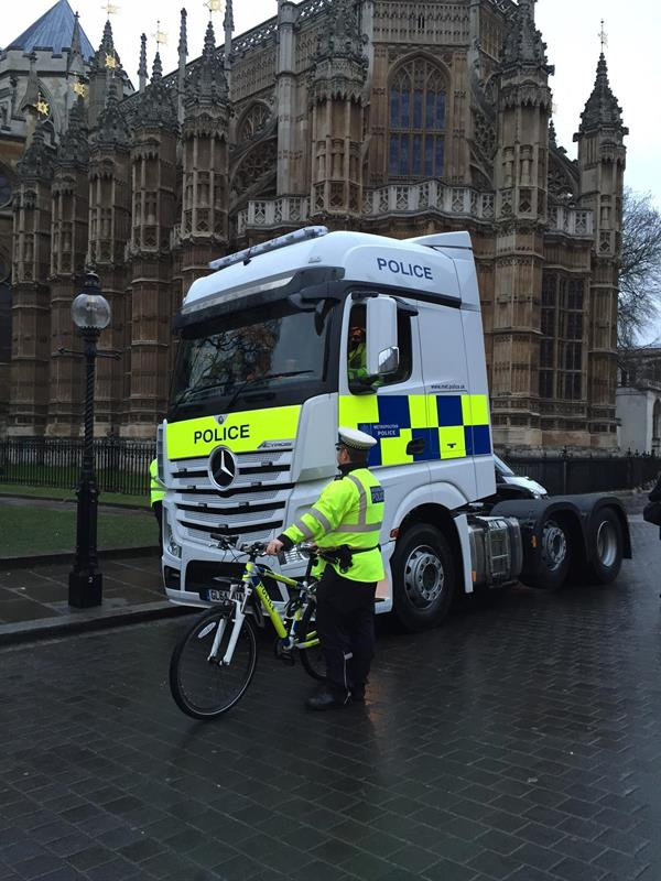 Mercedes Benz Parts Online >> Met Police wheels out Mercedes Actros for cyclist safety ...